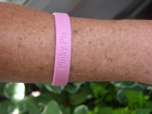 Pinky Pie wrist band to support early breast cancer screenings